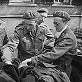 Aandacht voor uitrustingsstukken van een Duitse militair, Bestanddeelnr 900-2568.jpg