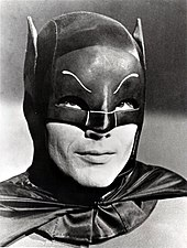 Photographie d'Adam West en Batman.
