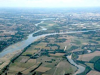 Aerial photograph of Angers and confluence of Loire and Maine rivers - 20050911.jpg