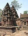 Angkor-Banteay Srei-22-Prasats-Mandapa-2007-gje.jpg