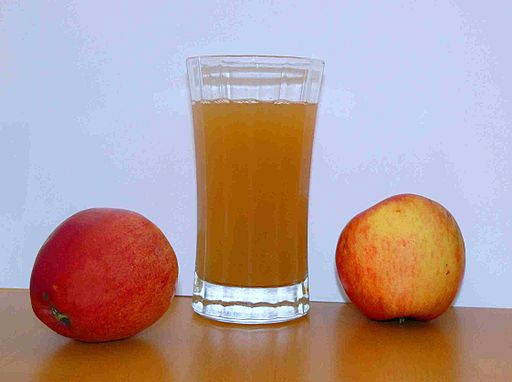 Apple juice with 2apples