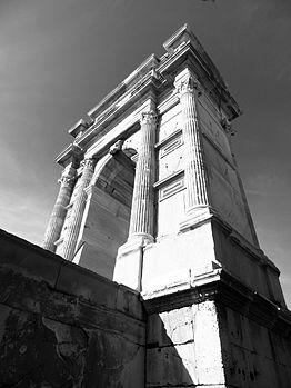 Arco di Traiano Ancona lato bianco e nero.JPG