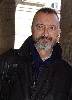 Arturo Pérez-Reverte (cropped) 2.jpg