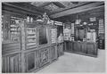Arzneisaal der Einhorn-Apotheke Darmstadt ca. 1900.png