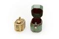 Ask av japansk lack med fodral av grönt ödleskinn - Skoklosters slott - 92205.tif