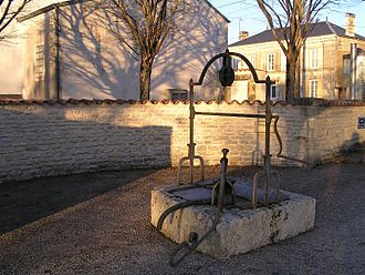 Asnières-la-Giraud - The well