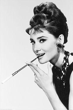 Najlepši glumci i glumice svih vremena - Page 2 250px-Audrey_Hepburn_smokes