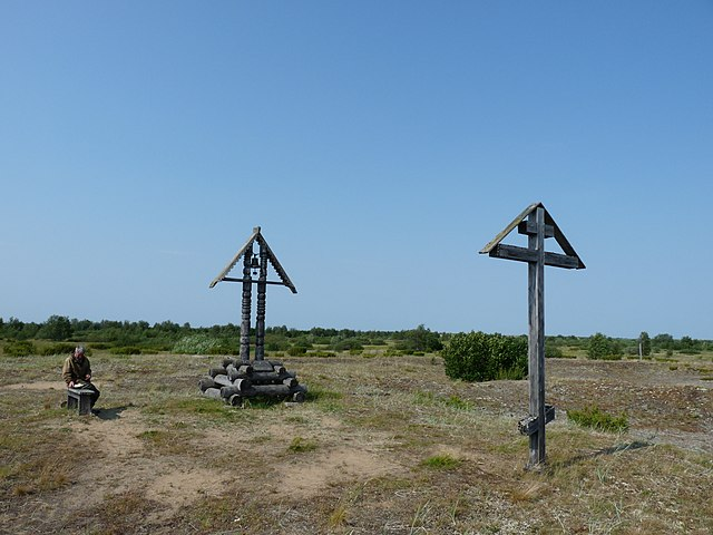 В Пустозерске, на предполагаемом месте сожжения протопопа Аввакума, установлен крест
