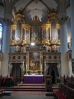 Bückeburg Stadtkirche Altar und Orgel.JPG
