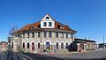 Bahnhof mit Empfangsgebäude, Schwaan.jpg