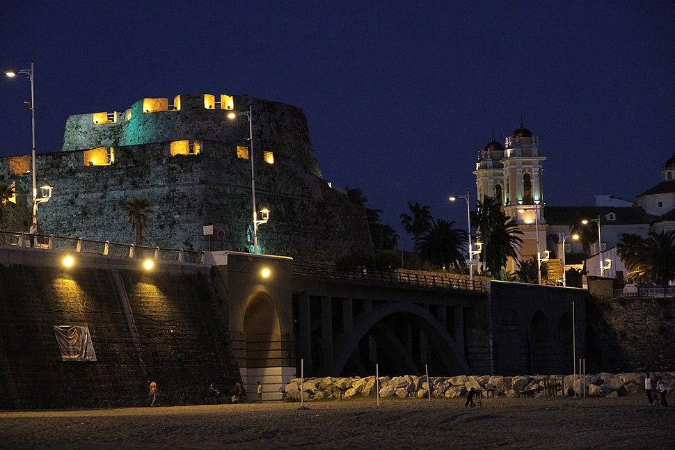 Baluarte de la Coraza Alta y catedral de Ceuta, de noche