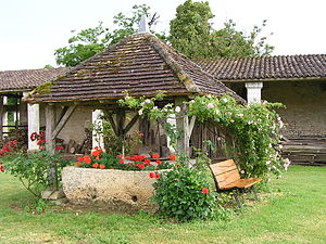 Balzac, Charente - Old well in front of the Chateau