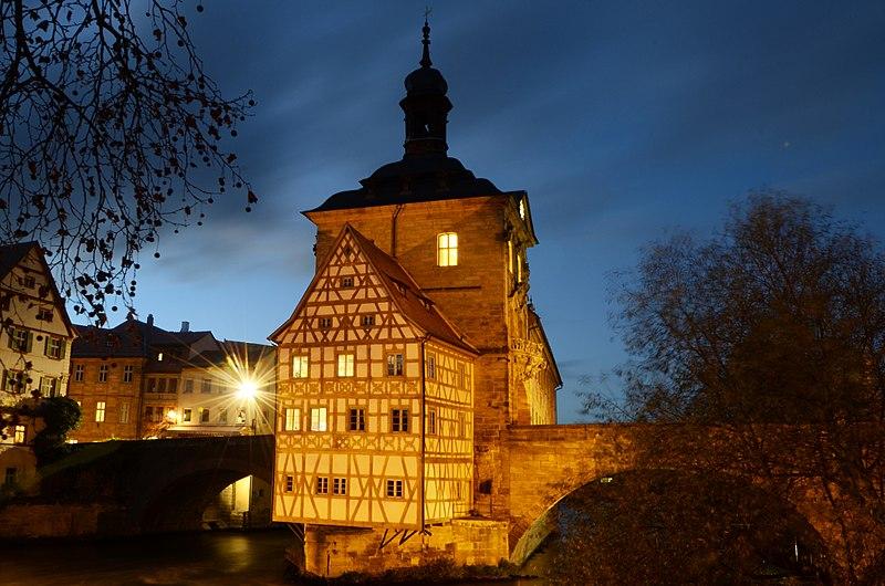 File:Bamberg Rathaus Am Nacht 5.jpg