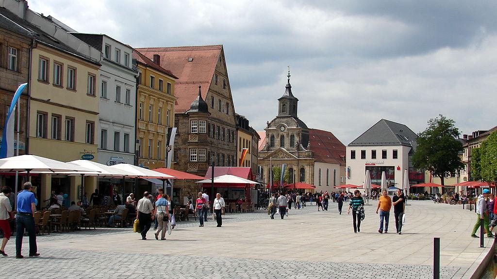 Maximilianstraße mit Blick zur Spitalkirche Bayreuth (Bayreuth Rundgang zu Sehenswürdigkeiten)