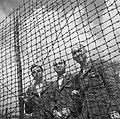 Bevrijding van het concentratiekamp te Amersfoort Drie Nederlandse officieren a, Bestanddeelnr 900-2826.jpg