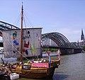 Bremer Schiff vor der Hohenzollernbrücke - panoramio.jpg