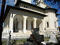 Bucuresti, Romania, Cimitirul eroilor cazuti in Revolutia din Decembrie 1989 (Biserica Eroii Revolutiei) (detaliu 1).JPG