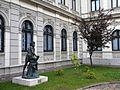 Bucuresti, Romania. Muzeul Colectiilor de Arta (Palatul Romanit); Statuie si copac; B-II-m-B-19862.JPG