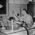 Budapest 1958, az MTV stúdiója, a vágóasztalnál Dékány György vágó Fortepan 56496.jpg