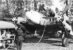 Bundesarchiv Bild 101I-404-0521-19A, Flugzeug Messerschmitt Me 110, Betanken.jpg