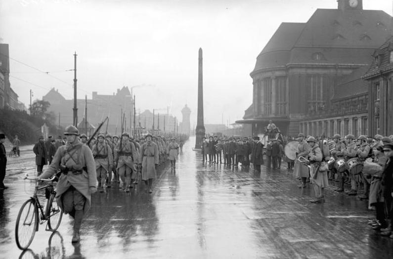 Bundesarchiv Bild 102-00772, Dortmund, Letzte Franzosen verlassen die Stadt
