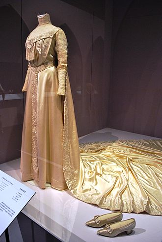 Liberty (department store) - Image: C.1905 embroidered satin wedding dress and train from the Liberty department store