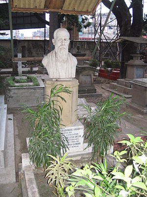 Charles Freer Andrews - The bust of C.F.Andrews over his grave, in Lower Circular Road Christian Cemetery - Kolkata Earlier Calcutta