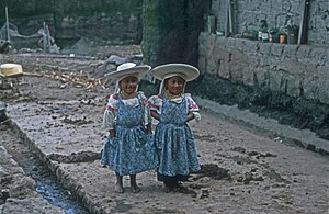 Otavalo people - Two Otavalo girls in Cayambe, Ecuador
