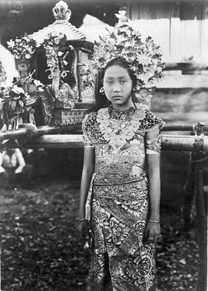 File:COLLECTIE TROPENMUSEUM Portret van de dochter van de punggawa TMnr 60017193.jpg