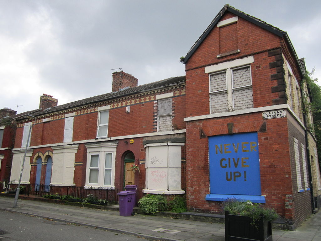 https://upload.wikimedia.org/wikipedia/commons/thumb/c/c7/Cairns_Street%2C_Liverpool_%282%29.JPG/1024px-Cairns_Street%2C_Liverpool_%282%29.JPG
