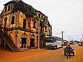 Carte postale d'une rue de la ville Historique de Grand Bassam et Patrimoine de l'UNESCO.jpg
