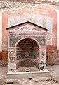 Casa della fontana piccola, cortile con affreschi e fontana mosaicata 03.jpg