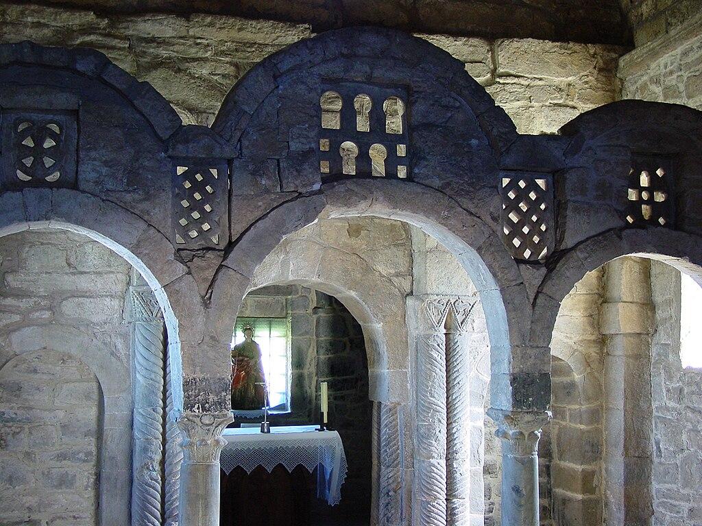 Santa Cristina de Lena. Interior