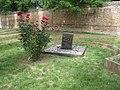 Cimitero Ebraico di Ferrara Tomba Giorgio Bassani 2.jpg