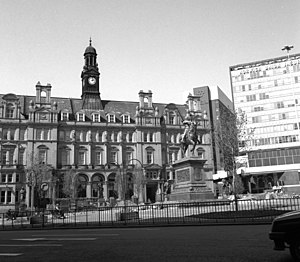 Leeds City Square - City Square in 1990 showing the second Norwich Union building (right).