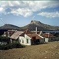 Collectie Nationaal Museum van Wereldculturen TM-20029914 Zicht op Landhuis Sint-Rafael Curacao Boy Lawson (Fotograaf).jpg
