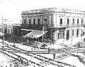 Colocación vias del tranvia y casa Pinto, Mendoza 1911.jpg