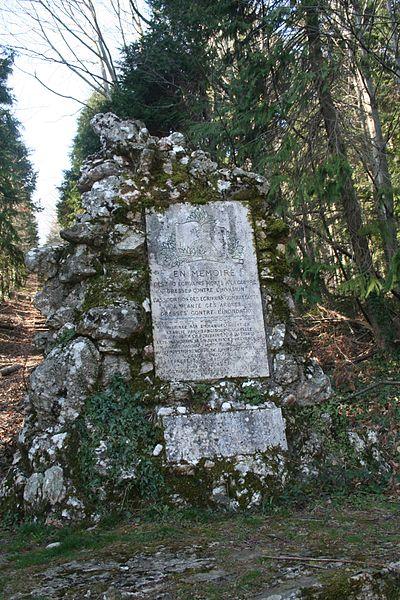 Combes (Hérault) - forêt des écrivains combattants - stèle d'entrée.