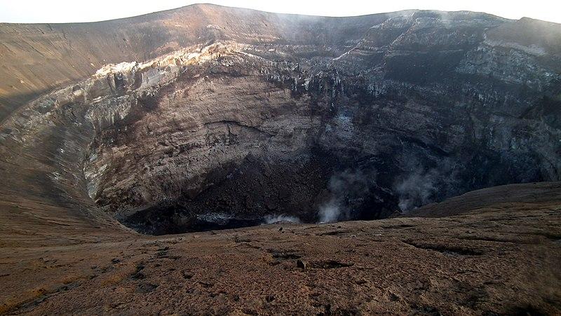 Crater of Ol Doinyo Lengai (Jan 2011).jpg