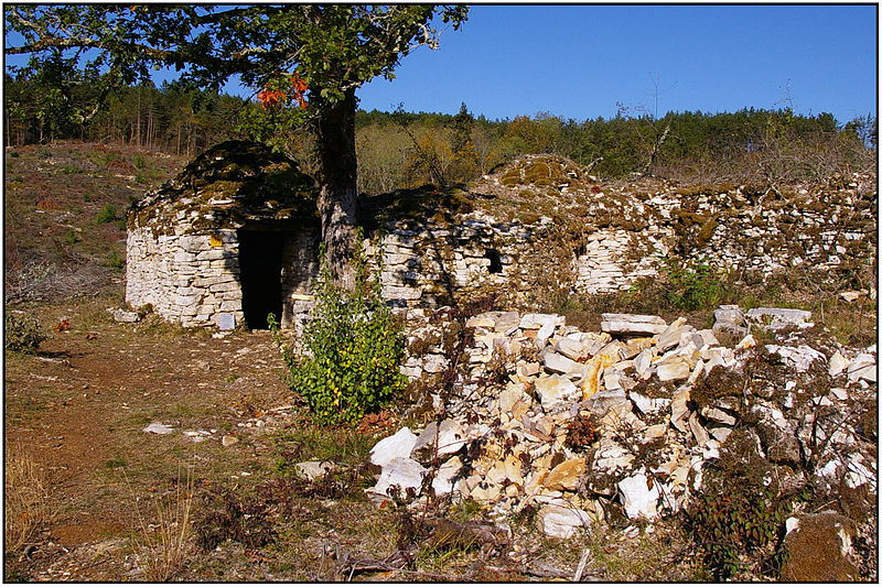 File:DAGLAN (Dordogne) - Cabane multiple de la Combe du Rat.jpg