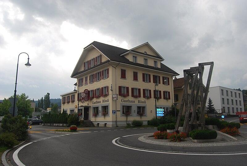 File:Dagmersellen restoracio Roessli kaj trafikcirklo 356.jpg