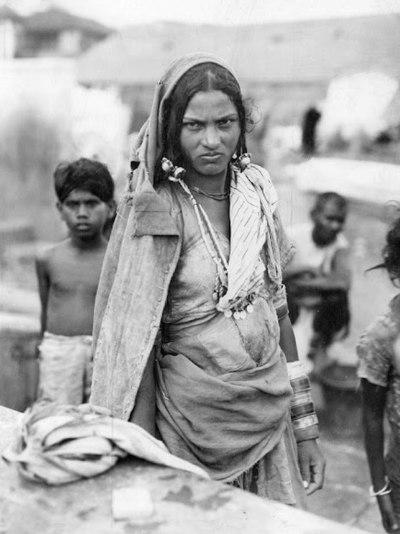 Kastlös kvinna 1942