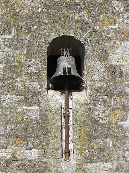Cloche sonnant les heures, sur le mur de l'église