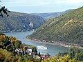 Das Rheintal bei Bingerbrück mit Blick auf Burg Rheinstein - panoramio.jpg