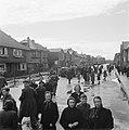 De Oldenzaalsetraat in Hengelo (Overijssel) tijdens de intocht van Canadese troe, Bestanddeelnr 900-2408.jpg