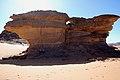 Deserto Libico - Roccia a fungo con Tuareg all'ombra - panoramio.jpg