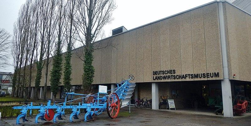 File:Deutsches Landwirtschaftsmuseum in der Garbenstraße - panoramio (1).jpg