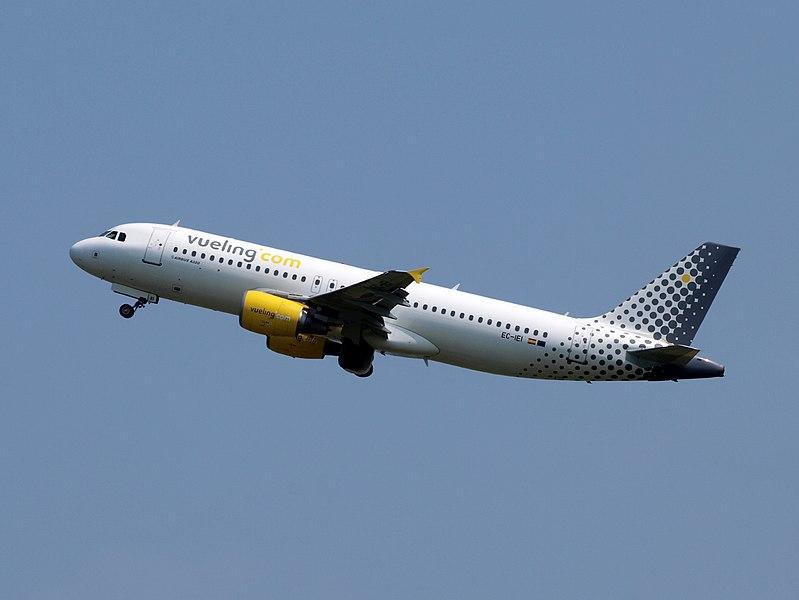 File:EC-IEI Airbus A320-214 Vueling.JPG