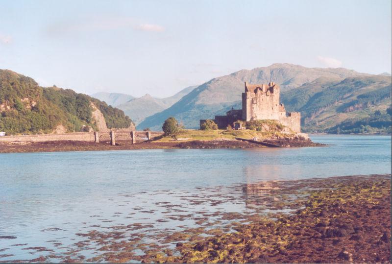 File:Eilean Donan Castle.jpg