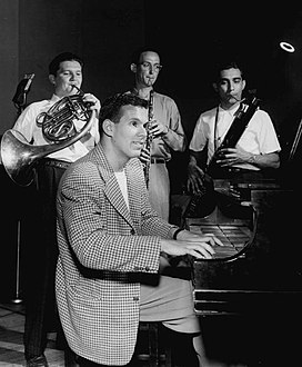 Elliot Lawrence and band members 1946.JPG